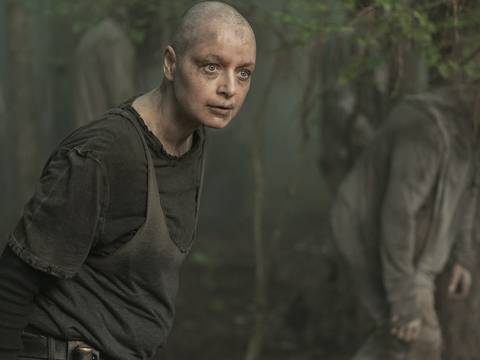 Samantha Morton como Alpha em The Walking Dead