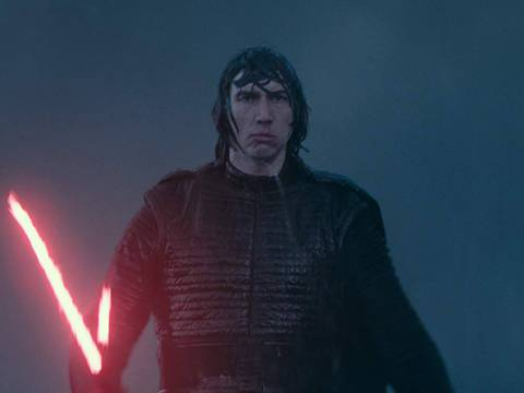 Adam Driver como Kylo Ren em Star Wars: A Ascensão Skywalker