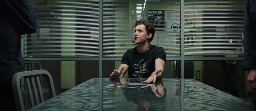 Tom Holland em cena de interrogatório em Homem-Aranha: Sem Volta Para Casa