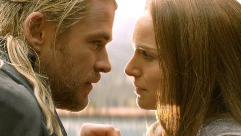 Chris Hemsworth como Thor e Natalie Portman como Jane Foster