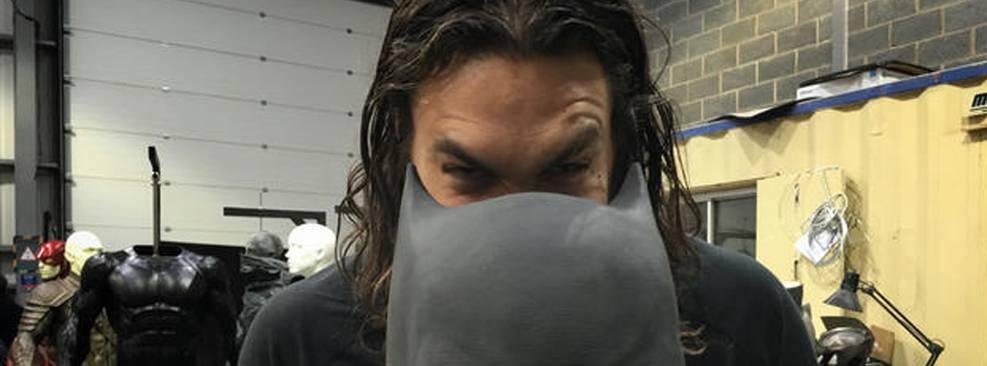Zack Snyder deseja feliz aniversário a Jason Momoa com foto de Liga da Justiça