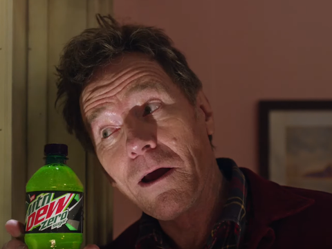 Bryan Cranston em comercial do Mountain Dew