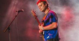 Lollapalooza 2018 | Mac DeMarco faz show bem-humorado na mesma hora que Red Hot Chili Peppers