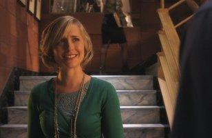 Allison Mack, de Smallville, é liberada de custódia após mãe pagar fiança de US$5 milhões