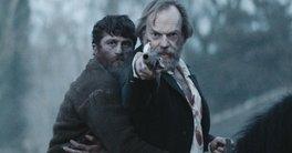 Berlinale | Filme com Hugo Weaving sobre conflito Irlanda x Inglaterra divide opiniões no festival alemão por sua brutalidade