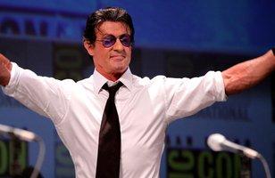 Sylvester Stallone tranquiliza fãs e garante que está bem