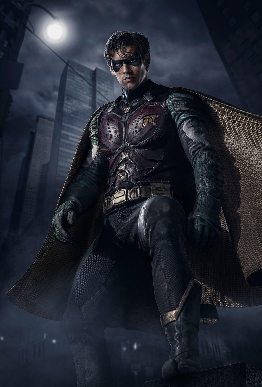 titans-robin-costume-full-reveal.jpg