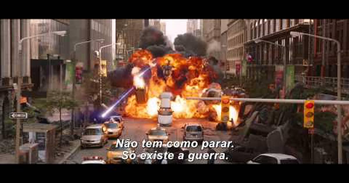 CCXP | Painel de Vingadores: Era de Ultron tem saudação de Joss Whedon e presente para fã