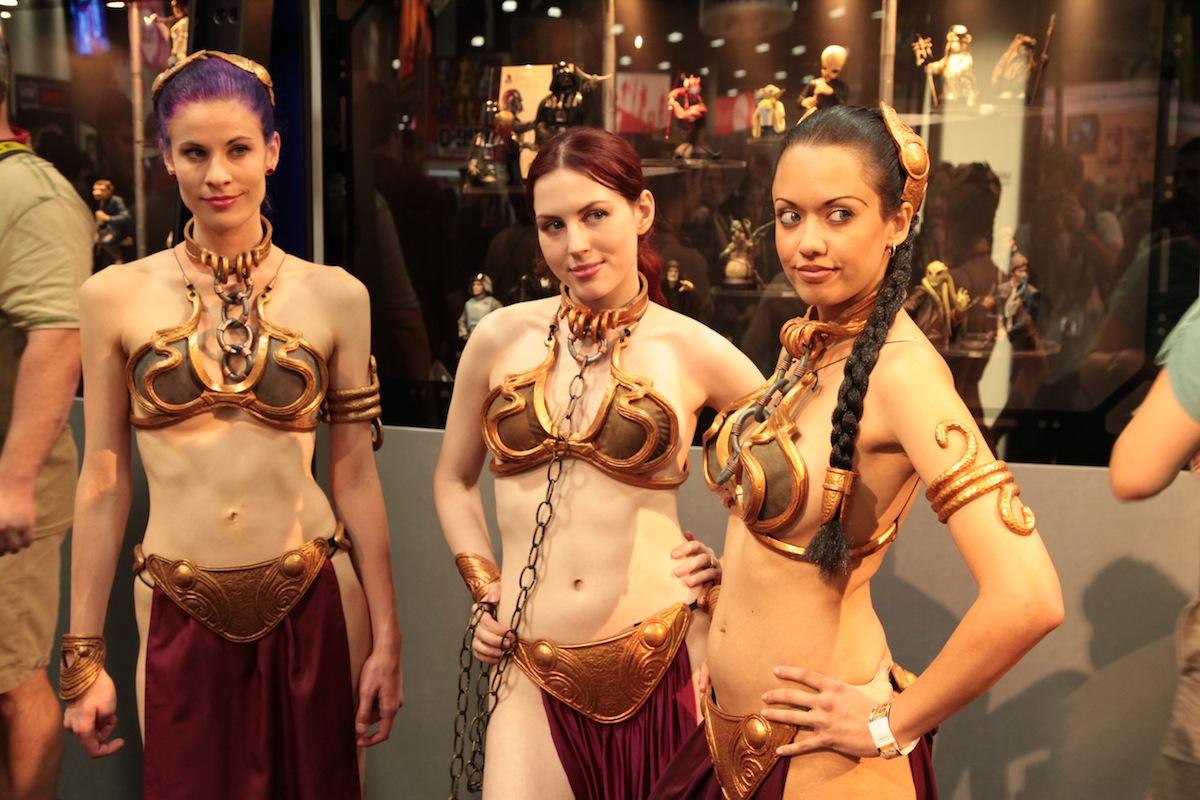 Leia Biquini Dourado na Comic-Con