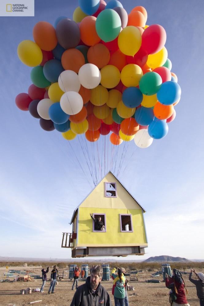 Casa voando com balões