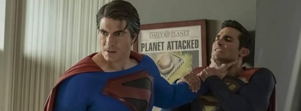 Crise nas Infinitas Terras | Superman enforca outro Superman em nova foto