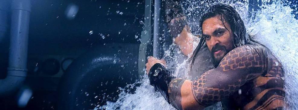 Jason Momoa é criticado por forma física e fãs defendem